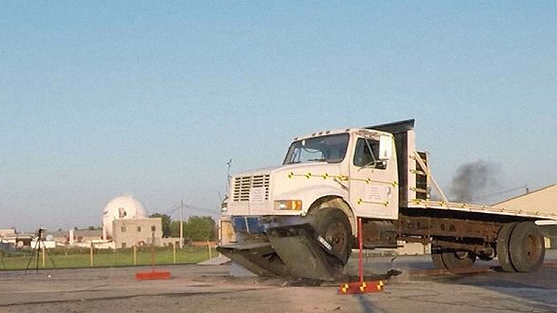 A truck before the impact with the pyramid barrier