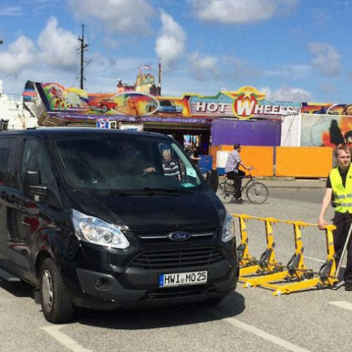 The modular vehicle barrier controls traffic around the sea port